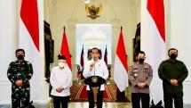 President Jokowi delivering press statement at Merdeka Palace in Special Capital Region of Jakarta, Monday (26/04). (Photo: Bureau of Press, Media, and Information of Presidential Secretariat)