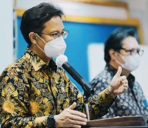 Minister of Health Budi G. Sadikin and Chairperson of the Working Committee for COVID-19 Handling and National Economic Recovery (KPC-PEN) Airlangga Hartarto