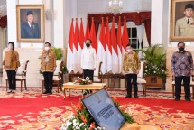 President Jokowi, Minister of Finance Sri Mulyani, Head of National Development Planning Agency Suharso Monoarfa, Minister of Home Affairs Tito Karnavian, and Cabinet Secretary Pramono Anung