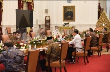 President Jokowi chairs a Limited Meeting on the development of swallow's nests and porang plant cultivation, Wednesday (04/05), Jakarta. (Photo by: PR of Cabinet Secretariat/Agung)