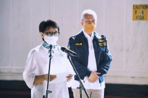Minister of Foreign Affairs Retno Marsudi delivering press statement on the arrival of 1.39 million doses of ready-to-use AstraZeneca vaccine at Soekarno Hatta Airport