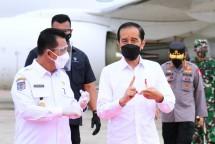 President Jokowi arrives at Raja Haji Fisabilillah International Airport, Riau Islands Province, Wednesday (19/05). (Photo by: Presidential Secretariat/Muchlis Jr)