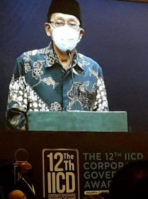 """The former 11th Vice President of the Republic of Indonesia, Prof. Dr. Budiono, gave a closing remark at the event """"The 12th IICD CG Award"""" which was held offline at the Ballroom Financial Hall, Jakarta, Monday (31/05/2021). (Photo: Abe)"""