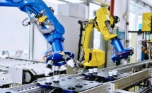 UR10 cobots in its HMLV manufacturing facility