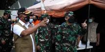Head of COVID-19 Handling Task Force Ganip Warsito inspects Lapangan Indrapura Hospital, in Surabaya, East Java, Friday (11/6). (Photo by: National Disaster Management Agency (BNPB) Communication Team/ Danung Arifin)