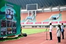 President Jokowi, accompanied by West Java Governor Ridwan Kamil, in Bogor regency from Pakansari Stadium in Cibinong sub-district, West Java province. (Photo: Bureau of Press, Media, and Information of Presidential Secretariat/Lukas)