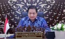 Chairperson of the COVID-19 Handling and National Economic Recovery Committee Airlangga Hartarto delivers press statement after joining a virtual limited meeting on COVID-19 Handling, Monday (21/6).