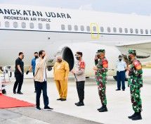 President Jokowi arrives at Haluoleo airport in South Konawe regency, Southeast Sulawesi province, Wednesday (30/06/2021) (Photo by: Press Media and Information Bureau of Presidential Secretariat/Laily Rachev)