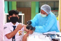 Implementation of vaccination for students carried out by the State Intelligence Agency (BIN), Wednesday (14/07). (Photo by: BPMI/Lukas)