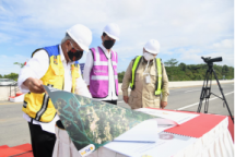 President Joko Widodo on the inspection of access road in East Kalimantan Province, Tuesday (24/08). (Photo by: BPMI/Lukas)