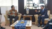 Minister of Industry, Airlangga Hartarto when meeting CEO of Mitsubishi Motors, Osamu Masuko in Kemenperin Office, Jakarta