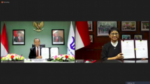 Minister of Foreign Affairs Retno L.P. Marsudi and Minister of Investment/Chairman of the Investment Coordinating Board (BKPM) Bahlil Lahadalia signs the MoU, Tuesday (31/08). (Photo by: Ministry of Foreign Affairs PR)