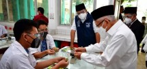 Vice President Ma'ruf Amin inspects the implementation of face-to-face learning at Darunnajah Islamic Boarding School, Jakarta, Thursday (02/09). (Photo by: Vice Presidential Secretariat)