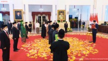 President Jokowi inaugurates 17 Indonesian Ambassadors Extraordinary and Plenipotentiary at the State Palace in Jakarta (25/10/2021). (Source: YouTube Channel of Presidential Secretariat)