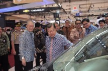 Vice President Jusuf Kalla visit Suzuki booth at GAIKINDO 2017 Exhibition