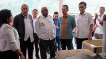 Marketing and Supply Chain Director of Cement Indonesia Ahyanizzaman reviewed the readiness of cement retail stores in Puncak Jaya and Wamena regencies.