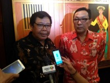 Sarnadi Adam famous Betawi painter along with Deputy Chairman of Parliament Cooperation Board (BKSP) Regional Representative Council (DPD) RI Dailami Firdaus Open Betawi Painting Actor, at Hotel Marina Ancol Tuesday (15/08/2017) Photo: Industry.co.id