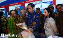 President Jokowi accompanied by State Minister of State Own Enterprises, Minister of PUPR and President Director of Bank BTN at IPEX 2017 (dok Industry.co.id)