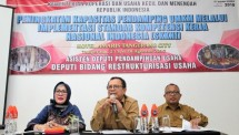 Deputy for Business Restructuring of the Ministry of Cooperatives and SMEs Abdul Kadir Damanik accompanied by Assistant Deputy Assistant of Business Eviyanti Nasution