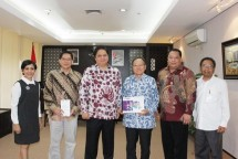 Minister of Industry Airlangga received a visit from the Leader of PT Propan Water Based Paint Factory (Photo Humas)