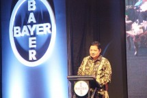 Menperin Airlangga Appreciation of PT Bayer for its Contribution to Indonesia (Photo Ridwan)
